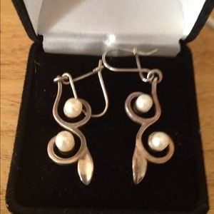 Sterling silver/ pearl earrings